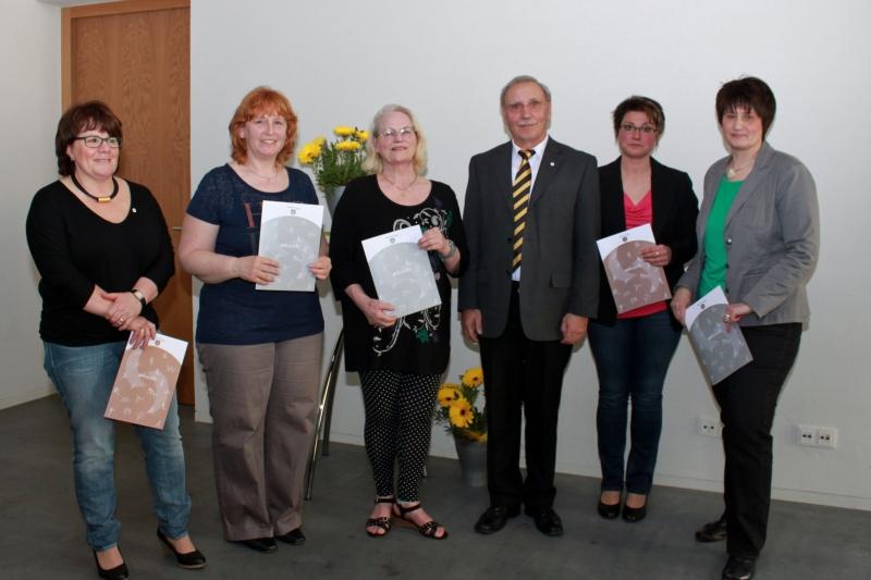 Alois Herrmann mit den geehrten Vorstandsmitgliedern