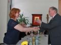 Edith Schäfer erhält Glückwünsche von Sportkreisvorsitzendem Alois Herrmann