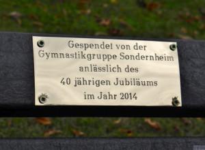 GGS stiftet Bank für den Sonderheimer Friedhof
